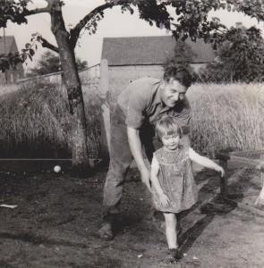 Marion vor'm Kornfeld mit dem Papa